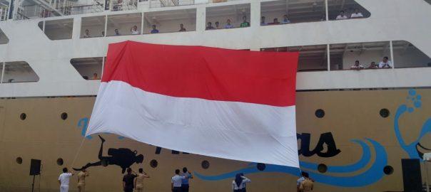 bendera_merah_putih_raksasa_pelni